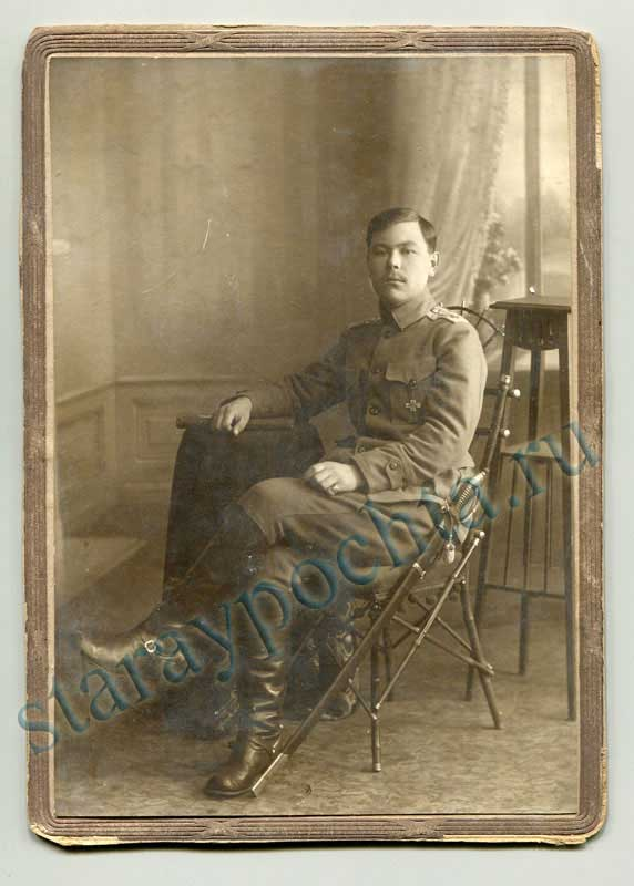 Passepartout. The photo of Lieutenant with the George cross. in 1918. Size: 113х160mm.