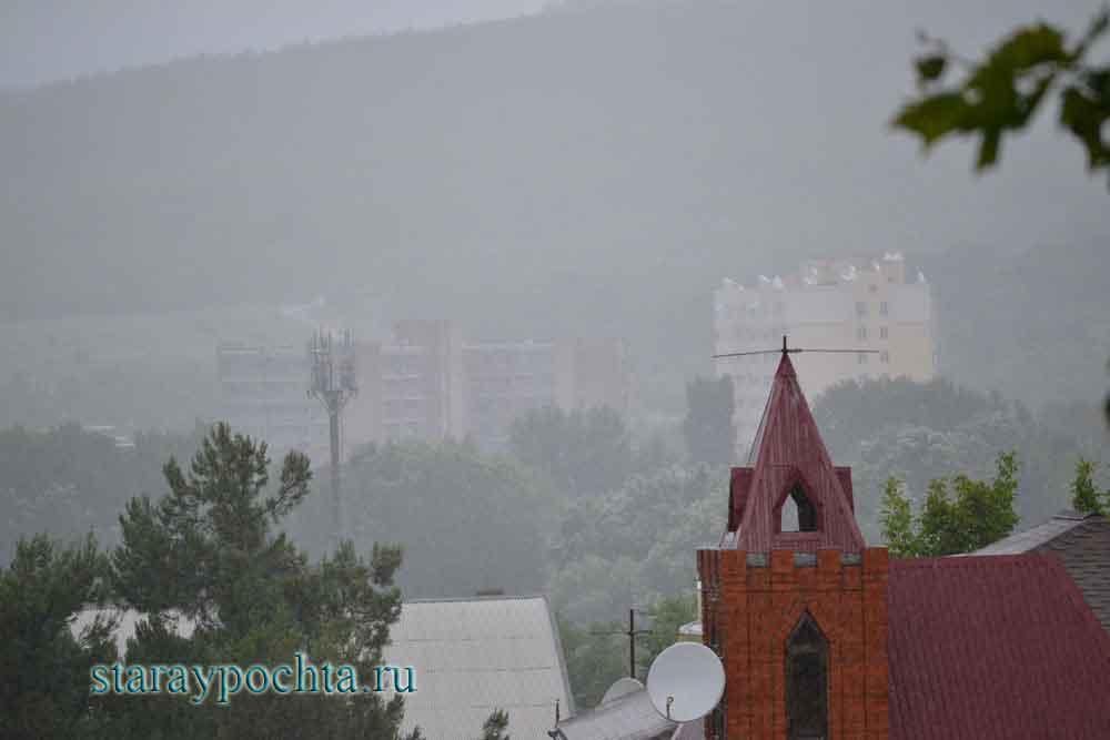 Дождь в пос. Дивноморский. Фото (161) Ю.Зотов, 2013