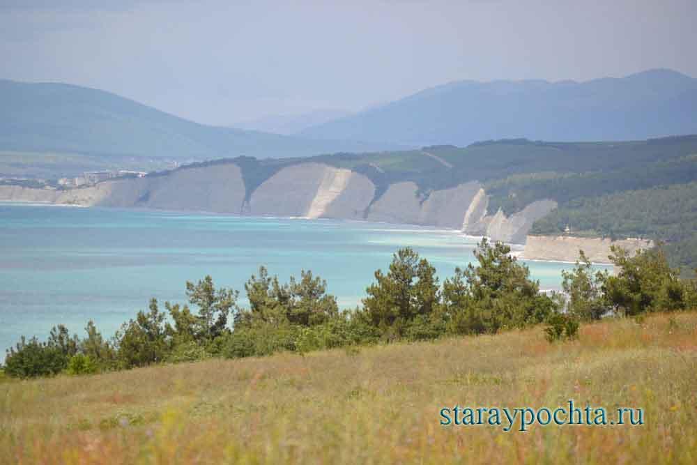 Берег моря у Геленджика. Фото 278) Ю. Зотов, 2013