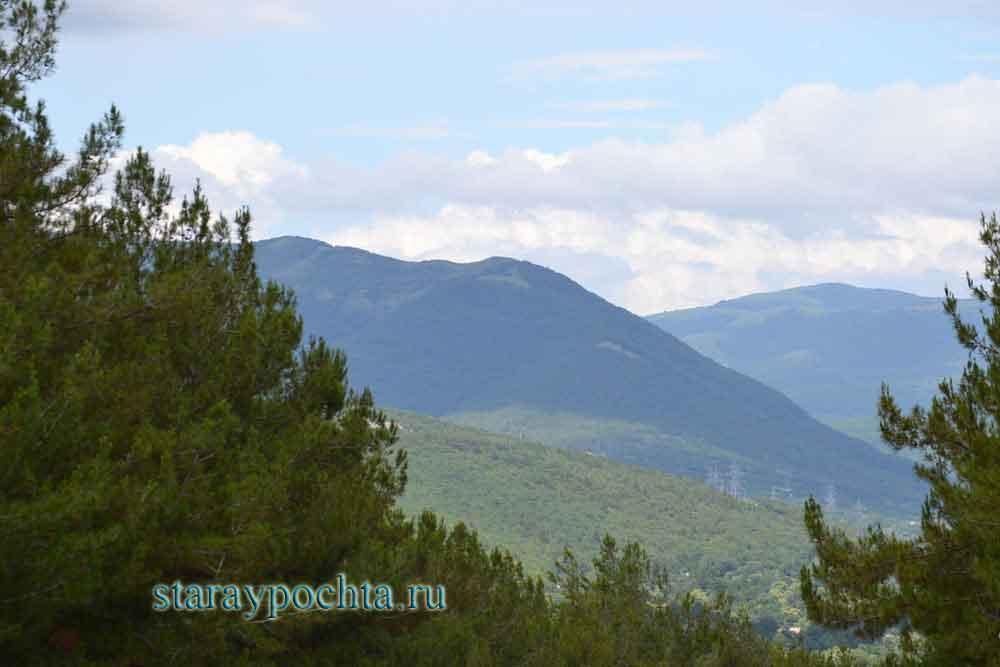 Горы вокруг Дивноморска. Фото (285) Ю. Зотов, 2013