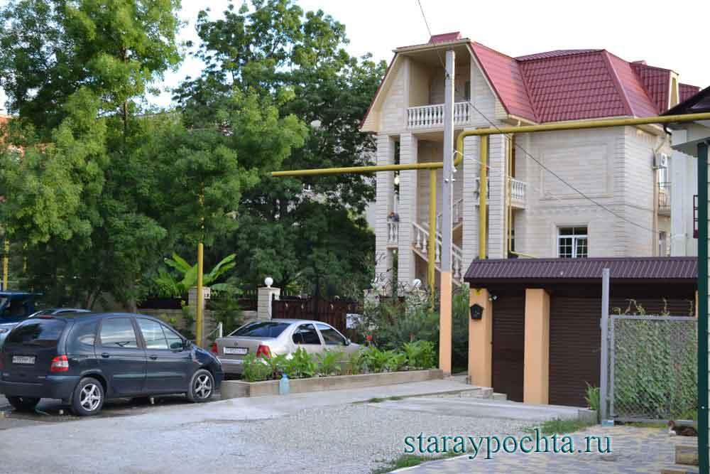 Гостевой дом. Фото (345) Ю. Зотов, 2013